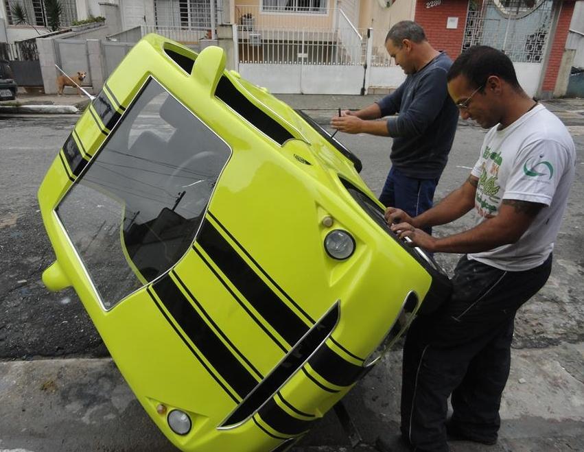 Com apenas 240 kg e espaço para duas pessoas, Nanico Car deve ser bem aceito no mercado (FOTO: Reprodução/Facebook)