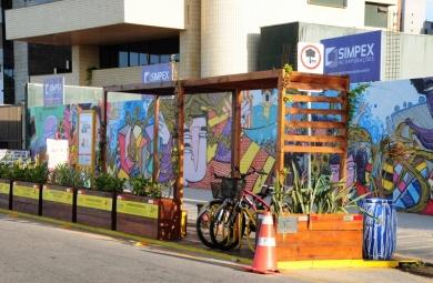 Primeiro parklet de Fortaleza fica na Avenida Beira Mar (FOTO: Reprodução Prefeitura de Fortaleza)