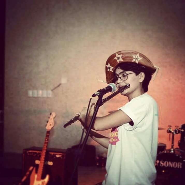 Há dois anos na capital, a jovem musicista já faz parte do grupo mais antigo de músicas tradicionais da cidade. (FOTO: Arquivo pessoal)