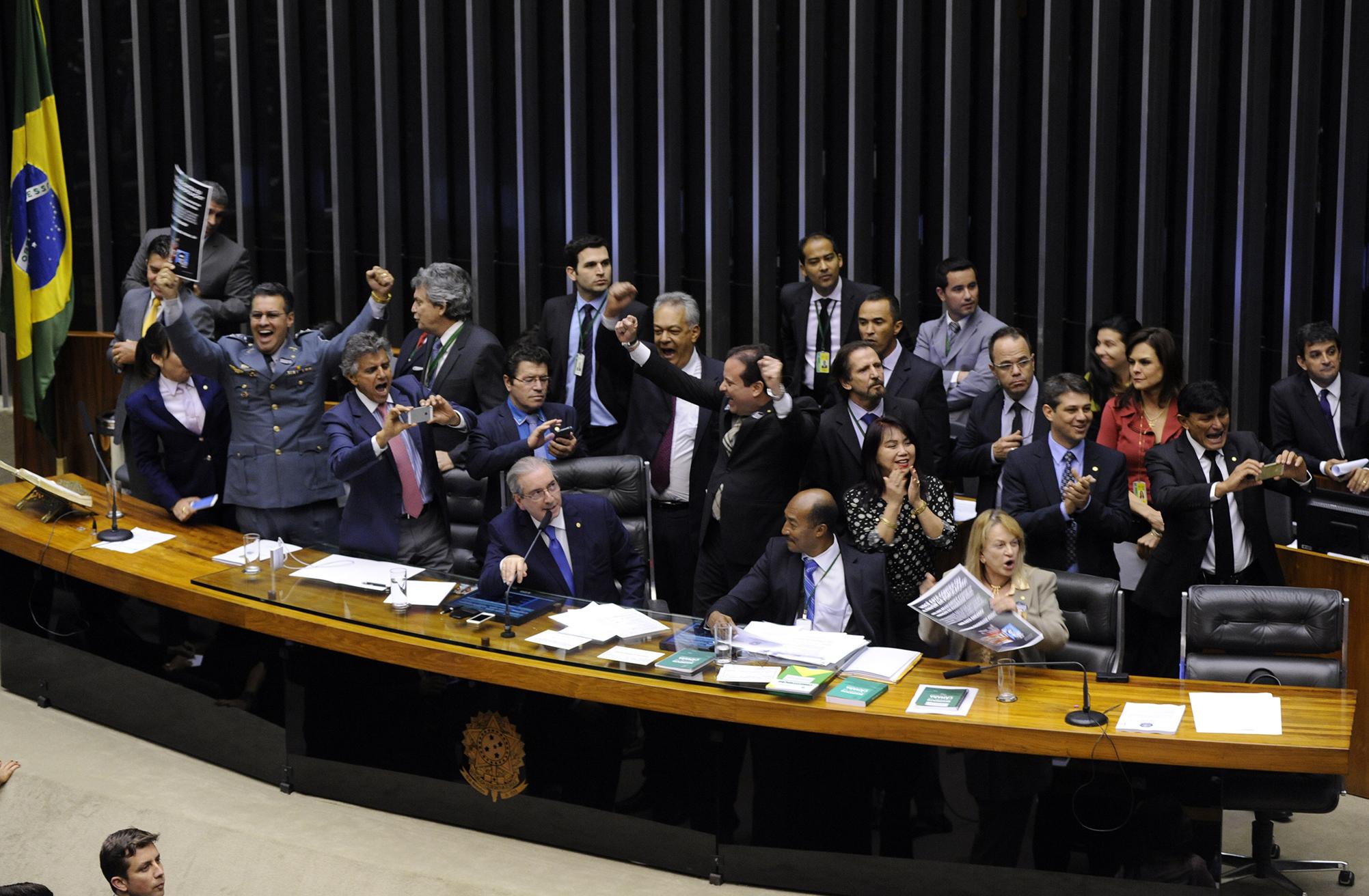 Com maioria do Ceará a favor, Câmara aprova em 2º turno redução da maioridade penal em crimes graves