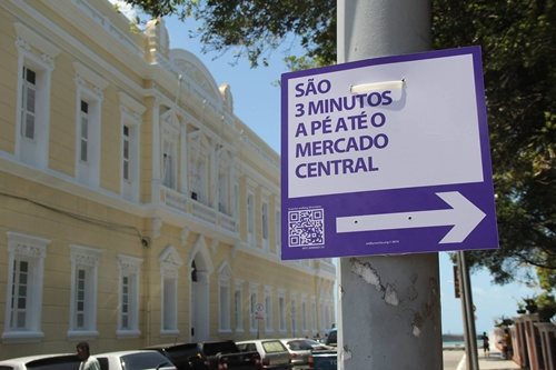 O centro da cidade foi o primeiro a receber as placas coloridas de sinalização (Foto: Caminha, Fortaleza!)