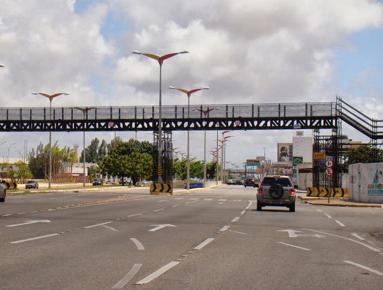 Aluguel de passarelas temporárias da Av. Washington Soares custa R$ 860 mil por ano
