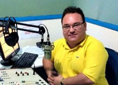 Em seu programa, o radialista fazia denúncias contra políticos da região. (Foto: Reprodução / Facebook)