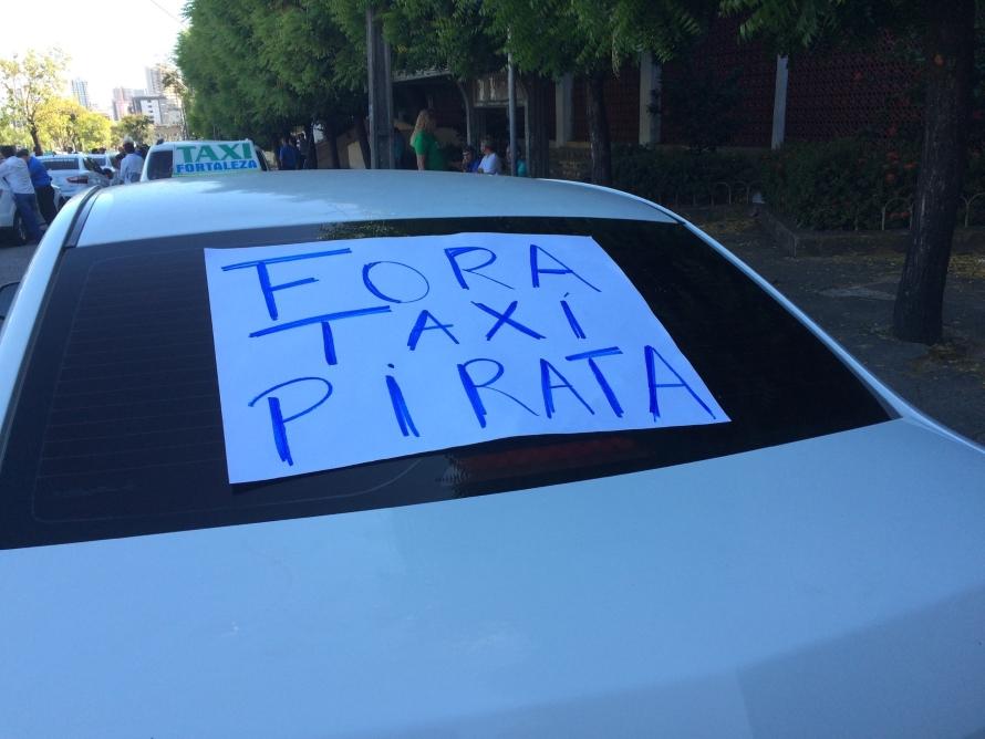 Taxistas protestam ainda sobre aplicativo (FOTO: Abraão Ramos/TV Jangadeiro)