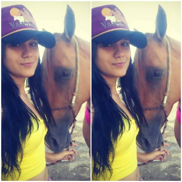 Karlla não era vaqueira e morreu após cair de um cavalo (FOTO: Reprodução Facebook)
