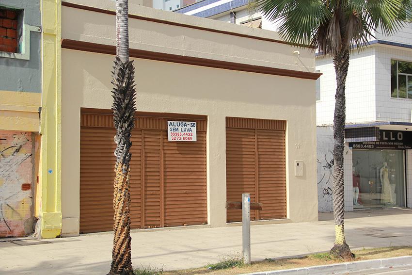 A avenida Monsenhor Tabosa está localizada em uma das principais áreas turísticas de Fortaleza e oferta, principalmente, lojas de vestuário (FOTO: Fernanda Moura/Tribuna do Ceará)