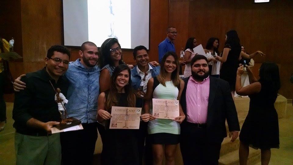 Equipe comemora mais um prêmio de Jornalismo (FOTO: Monique Oliveira)