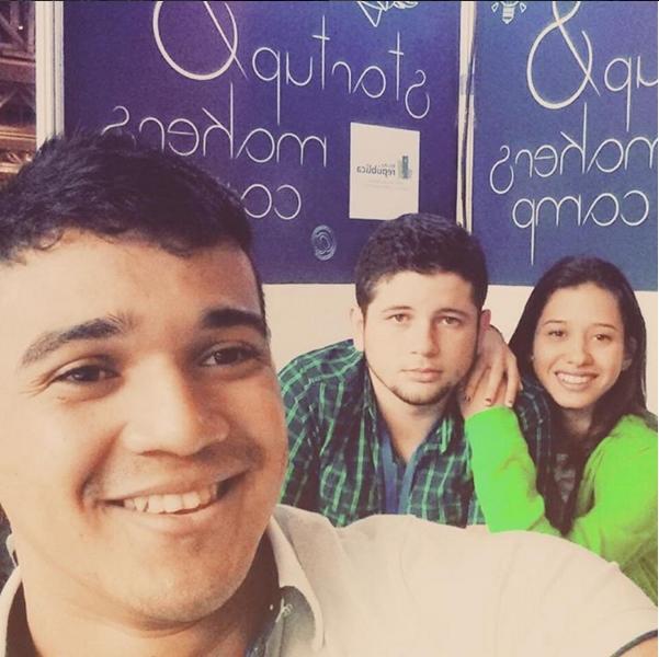 Estudantes participaram de evento em Recife apresentando o Minha República (FOTO: Reprodução)