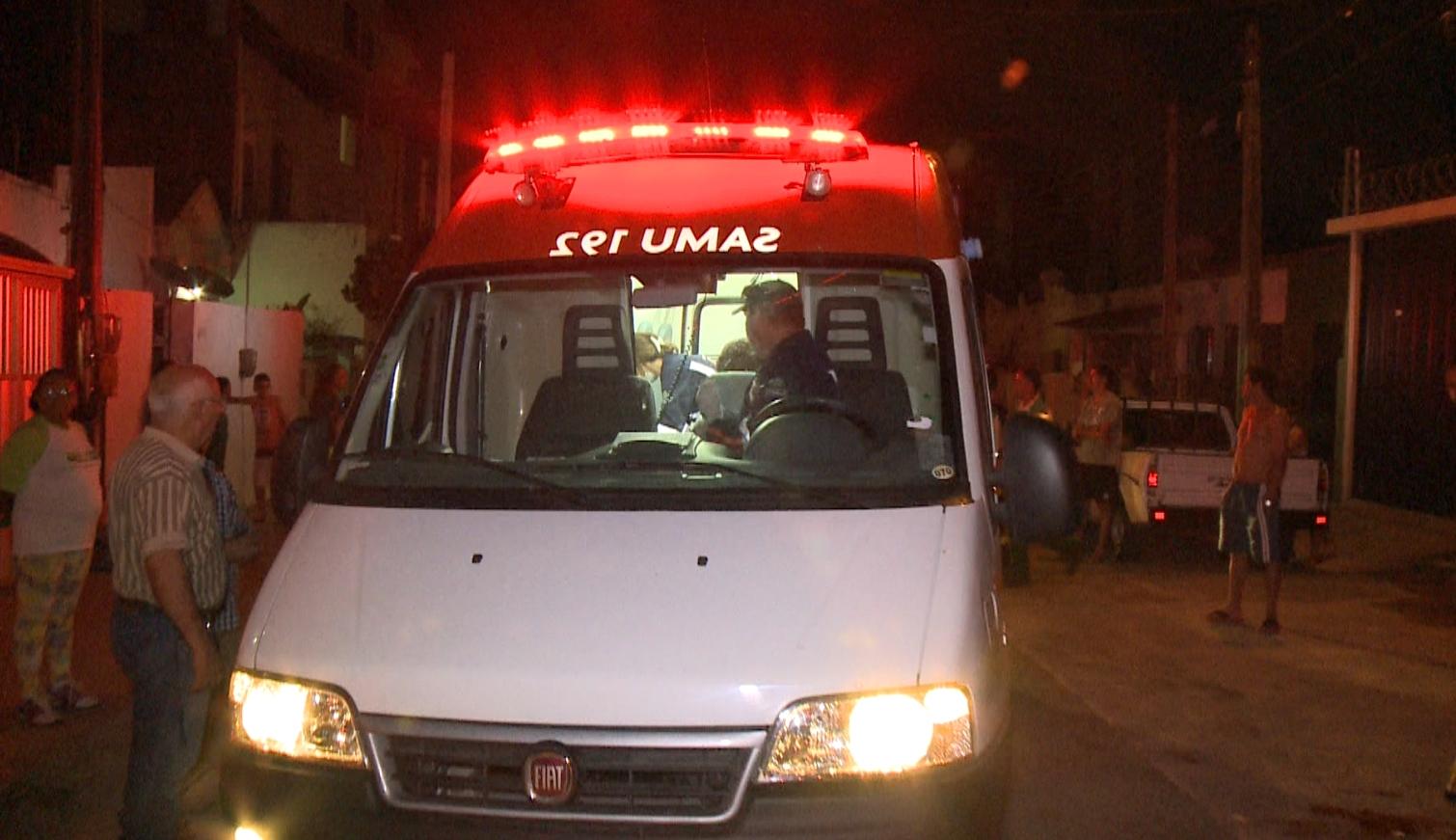 Equipes do Samu foram acionadas, mas o taxista não resistiu aos ferimentos (FOTO: Reprodução/TV Jangadeiro)