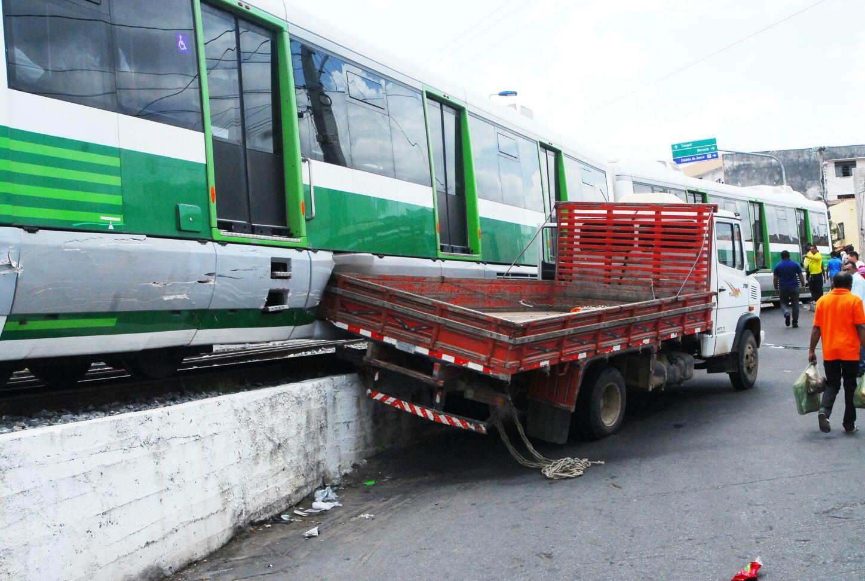 Acidente não deixou feridos (FOTO: Jorge Alves/ Blog Sinhá Saboia)