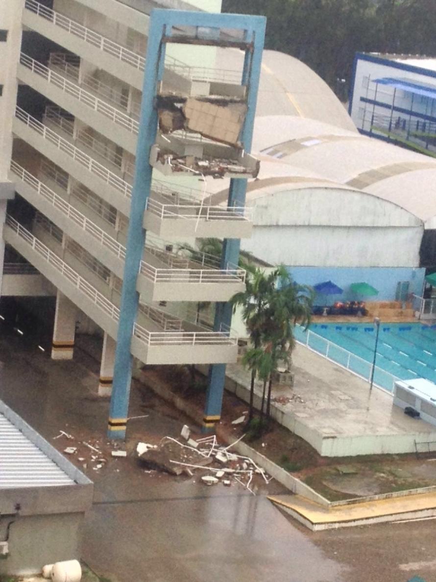 Partes de duas rampas desabaram na unidade Via Corpvs, localizada no Bairro Água Fria (FOTO: Whatsapp/Tribuna do Ceará)