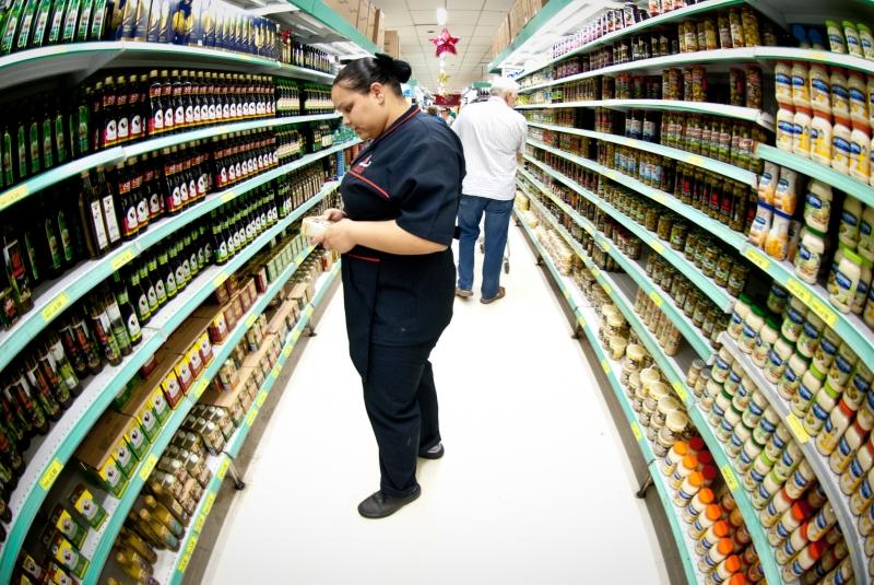 Confira dicas para economizar dinheiro na hora das compras (FOTO: Marcelo Camargo/ABr)