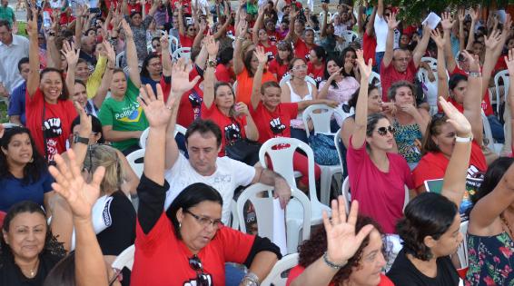 Professores aguardam reunião de conciliação com prefeitura (FOTO: Reprodução Facebook)
