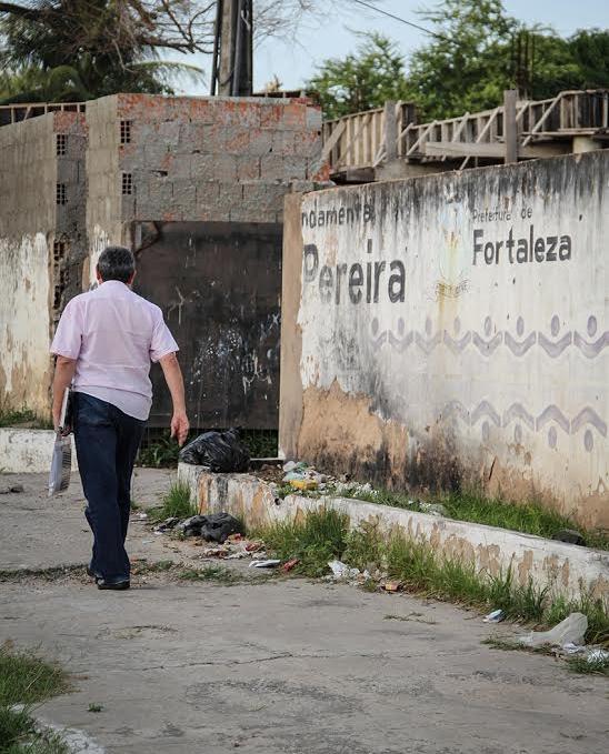 Professores têm de se arriscar na ida e volta ao trabalho. Os assaltos são constantes (FOTO: Fernanda Moura/Tribuna do Ceará)