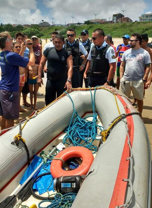Homens foram capturados após tentativa de fuga pelo mar (FOTO: Whatsapp Tribuna do Ceará)