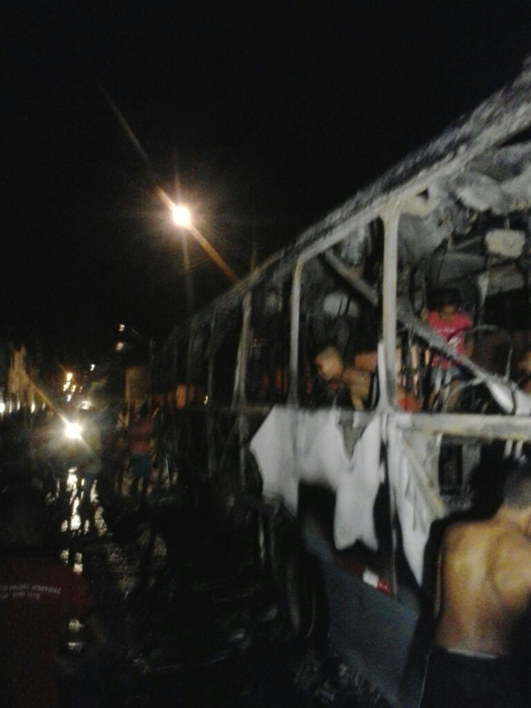 Essa é o quarto ataque a ônibus em Fortaleza (FOTO: Reprodução/Whatsapp)
