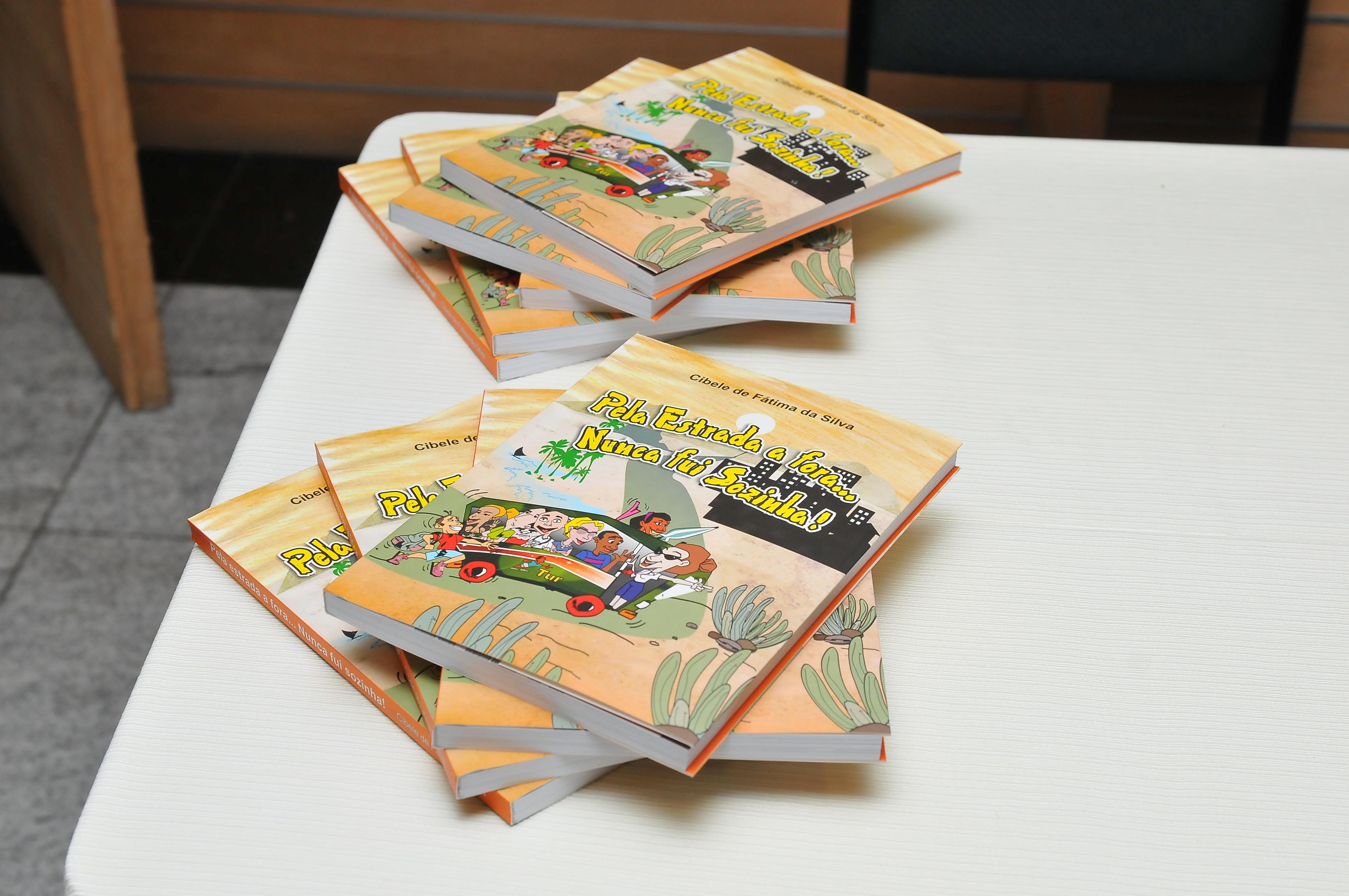 Guia de Turismo lança livro com histórias inusitadas no litoral cearense