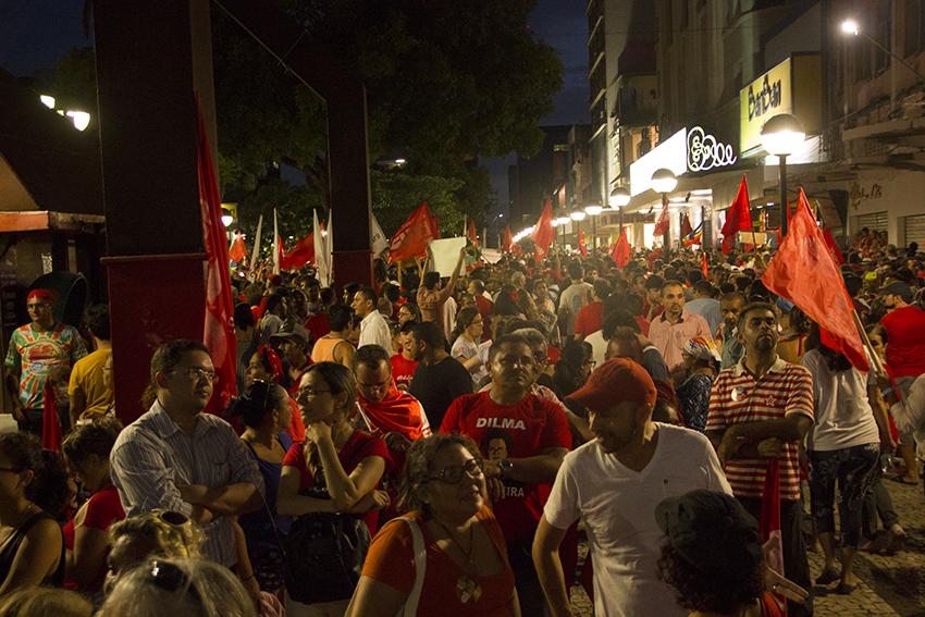 O protesto foi a favor da presidente Dilma (FOTO: Fernanda Moura)