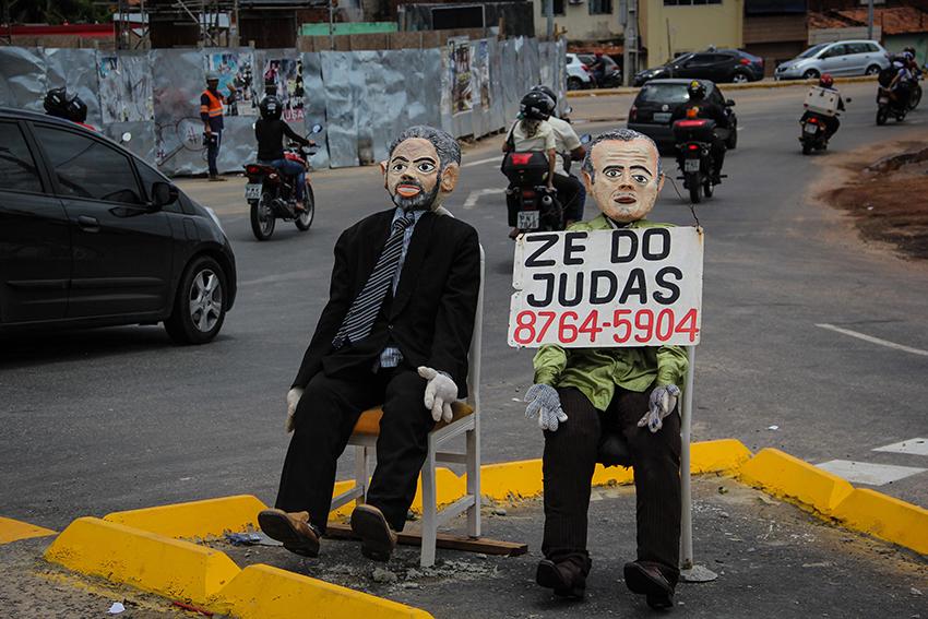 Os bonecos custam entre R$ 200 a R$ 300. (FOTO: Tribuna do Ceará/ Fernanda Moura)
