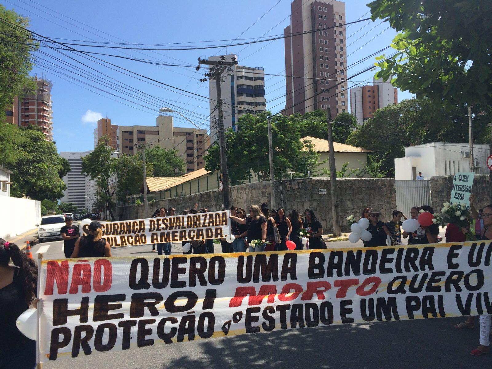 Esposas de policiais assassinados no Ceará cobram ação incisiva de governador