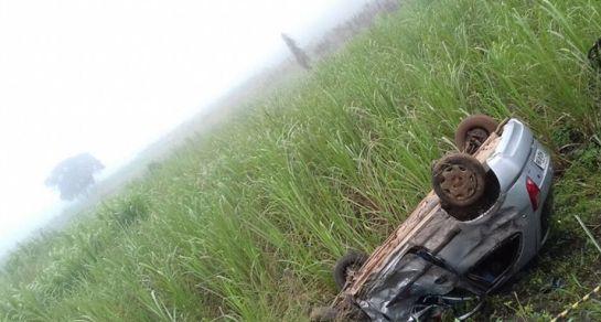Carro capotou diversas vezes após a colisão (FOTO: Whatsapp Tribuna do Ceará)