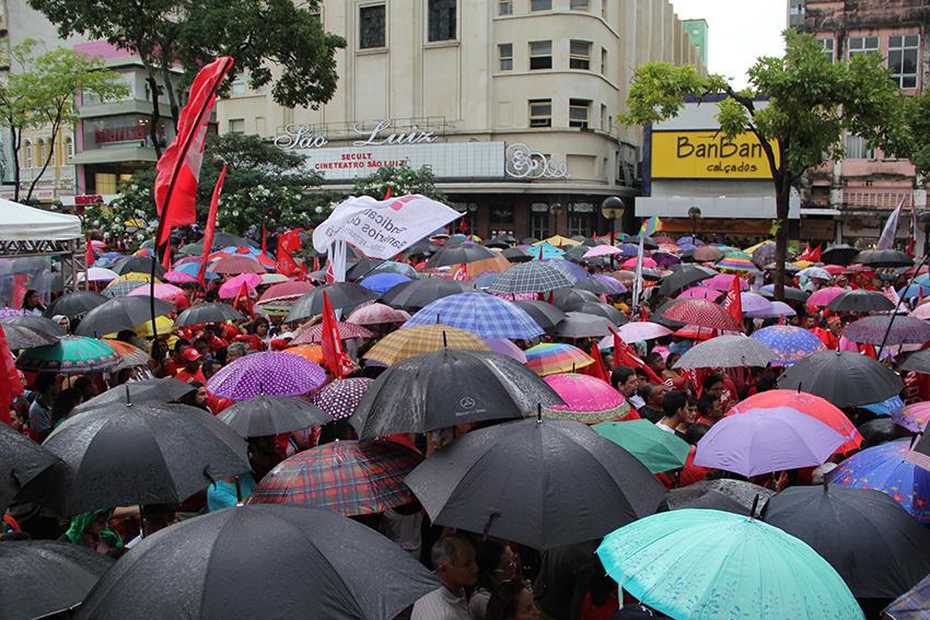 No cálculo dos organizadores, cerca de 65 mil pessoas estiveram presentes. Para a Polícia Militar, foram cerca de 12 mil (FOTO: Fernanda Moura/Tribuna do Ceará)