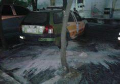 Em Sobral, uma viatura da Polícia Militar foi incendiada. As chamas foram rapidamente controladas (FOTO: Reprodução/Whatsapp)
