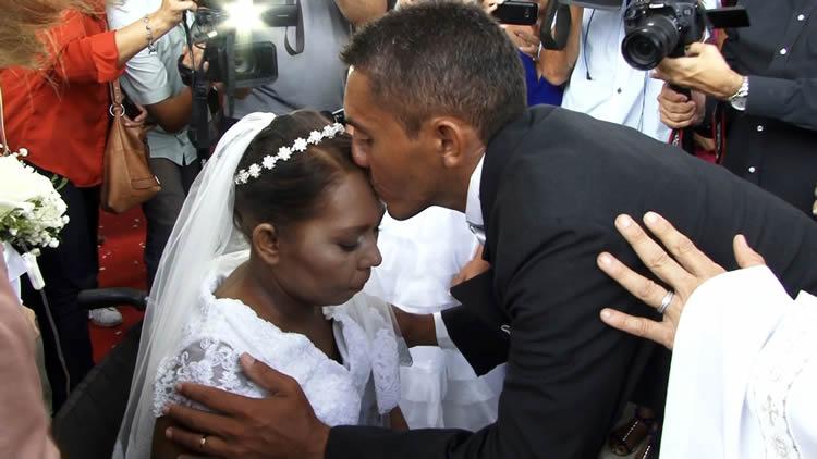 Casamento dentro de hospital realiza sonho de paciente com câncer