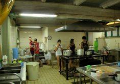 Estudantes se revezam para cuidar da escola que se tornou um lar nas últimas três semanas. (Foto: Tribuna do Ceará / Fernanda Moura)