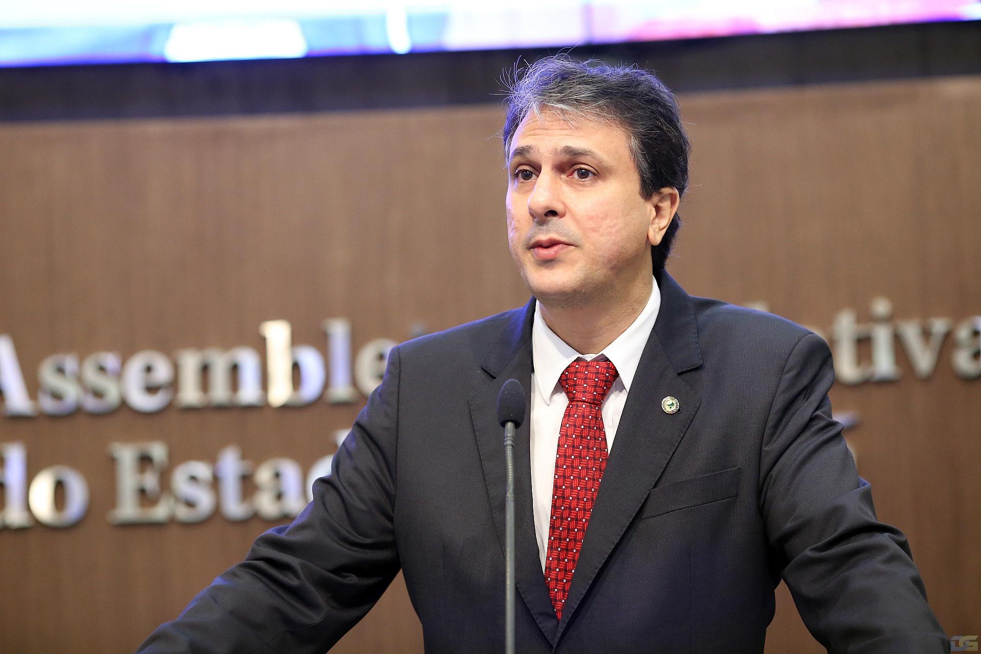 Camilo Santana solicita apoio da Força Nacional para conter crise em presídios