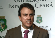 Camilo deu entrevista coletiva na noite de terça (FOTO: Reprodução TV Jangadeiro)
