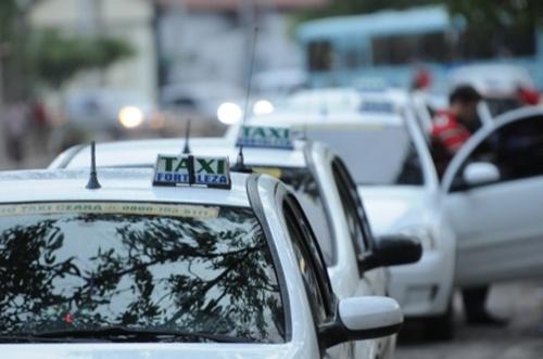 Taxistas estimam queda de 45% no faturamento desde a chegada do Uber a Fortaleza