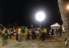 Público que já era pequeno foi praticamente extinto após a chuva. (FOTO: Tribuna do Ceará)