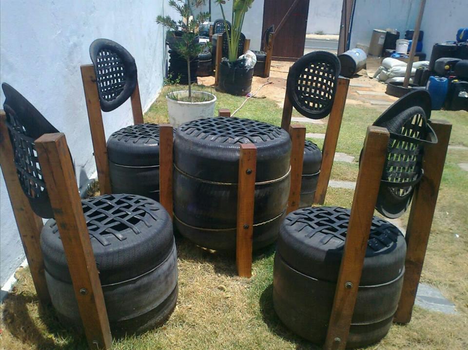 Artesão cearense já reutilizou meio milhão de pneus como objetos de decoração