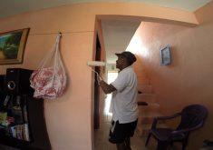 Bosco atua como pintor de paredes e treinador de futebol (FOTO: Reprodução/TV Jangadeiro)