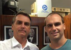 Bolsonaro esteve acompanhado do filho que também é deputado em Fortaleza (FOTO: Reprodução Facebook)