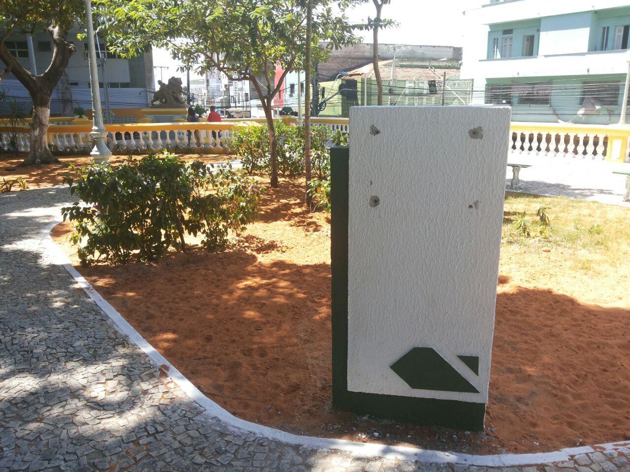 Prefeitura retira placa que atribuía a Roberto Cláudio inauguração da Praça dos Leões