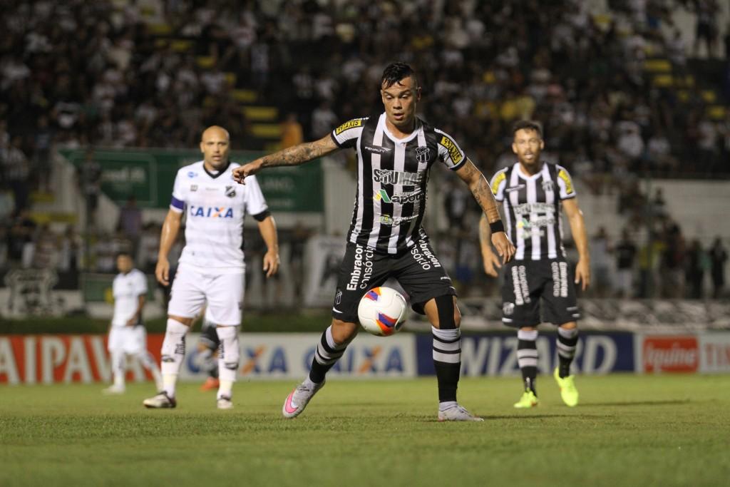 Bernardo iniciou a partida entre os titulares (Foto: Christian Alekson/CearaSC.com)