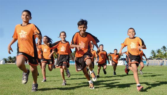 Crianças e adolescentes podem praticar vários esportes  (Foto: Divulgação/SESI)