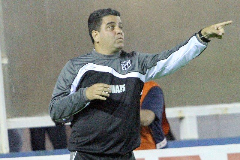Marcelo Cabo conquistou o primeiro êxito à frente do Ceará (Foto: Tiago Ferreira / Ascom Macaé)