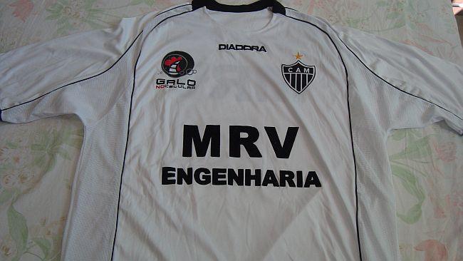 Fábio Vidal conseguiu adquirir camisas  raras  (Foto  arquivo pessoal) 33c021a23fc30