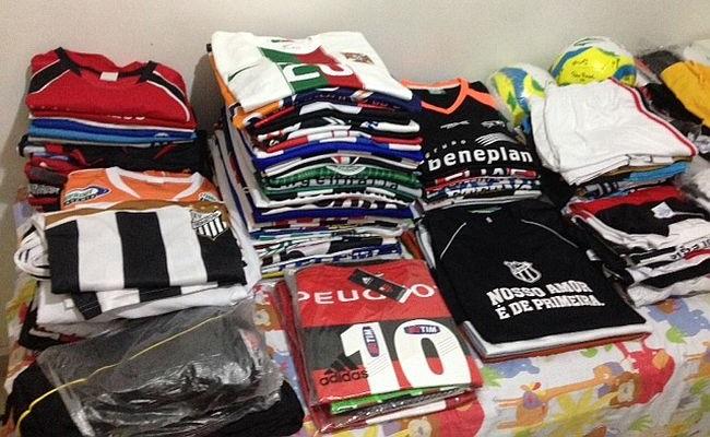 A coleção de Fábio Vidal tinha quase 80 camisas (Foto: arquivo pessoal)