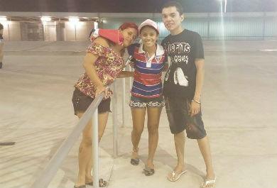 O trio de amigos queria er mesmo era a banda Conde do Forró (Foto: Lyvia Rocha/Tribuna do Ceará)