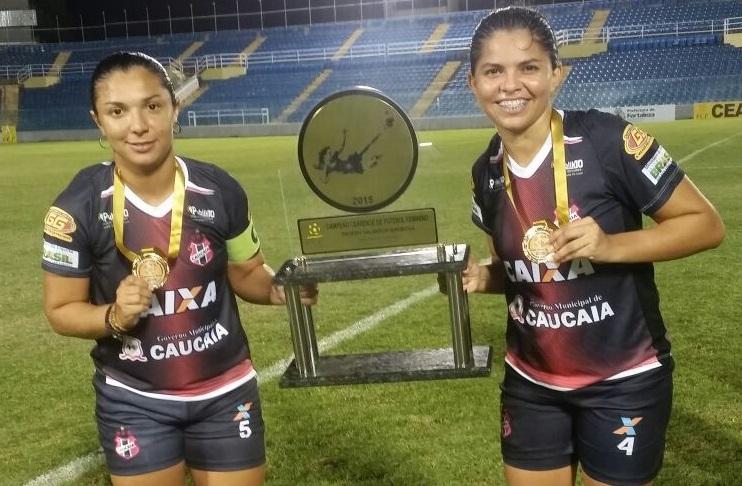 Em 2015, elas ergueram pela sexta vez o troféu de campeãs estaduais (FOTO: Lyvia Rocha/Tribuna do Ceará)