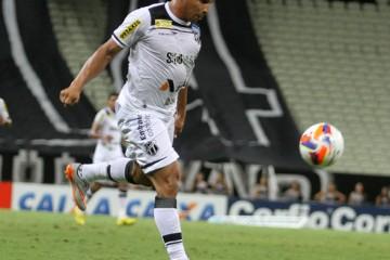 Rafael Costa caiu rápido nas graças da torcida (FOTO: Christian Alekson/cearasc.com)