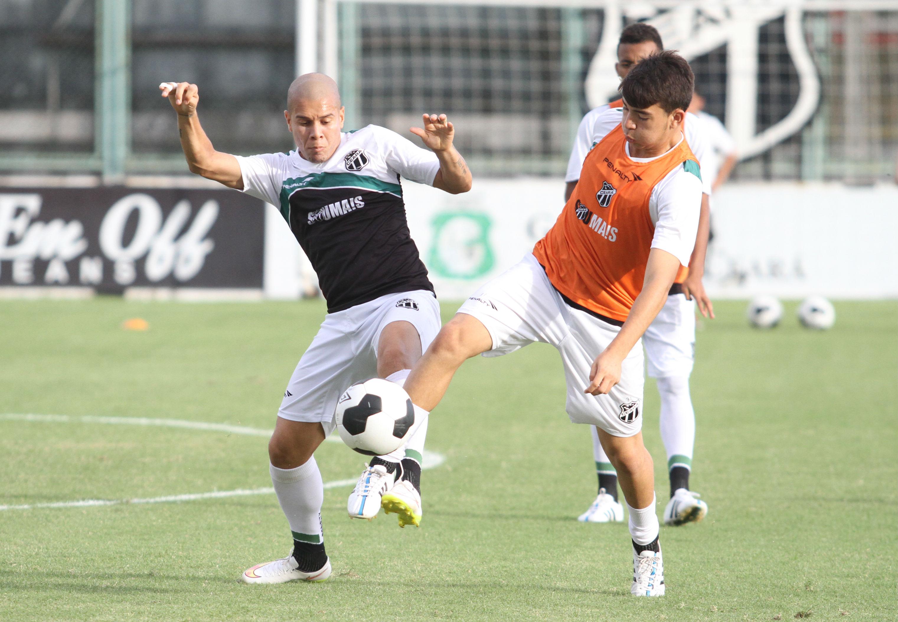 Fernandinho é o dono da lateral esquerda no time titular (Foto: Christian Alekson/cearasc.com)