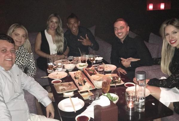 Safadão, Ciel e amigos curtiram um jantar nos Emirados Árabes (Foto: Reprodução/Instagram)