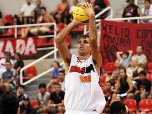 Marcelinho é o atual bicampeão do torneio de 3 pontos do NBB (Foto: Divulgação)