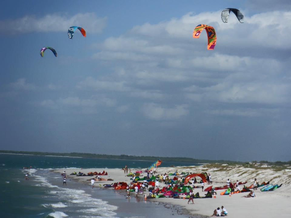 Iron Macho Ceará desafia atletas a velejar 440 km, passando por 60 praias