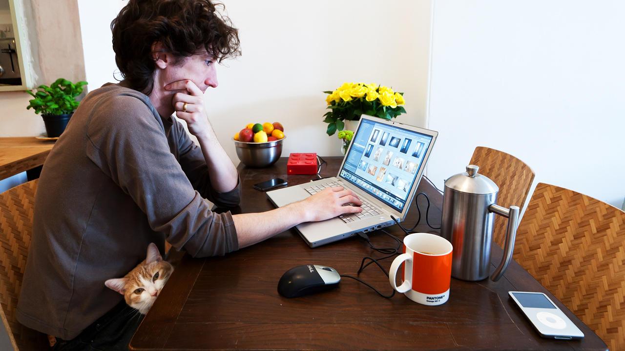 O trabalho freelance veio para mudar a estrutura tradicional do mercado trabalhista. Agora o profissional preza mais pelo bem estar físico e psíquico, e pela vida social (FOTO: Reprodução)